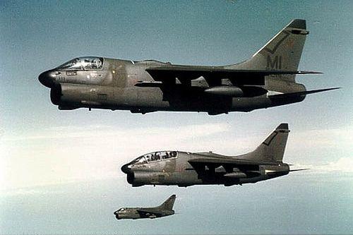 Pesawat Jet Tempur Vought A-7 Corsair II (AS)