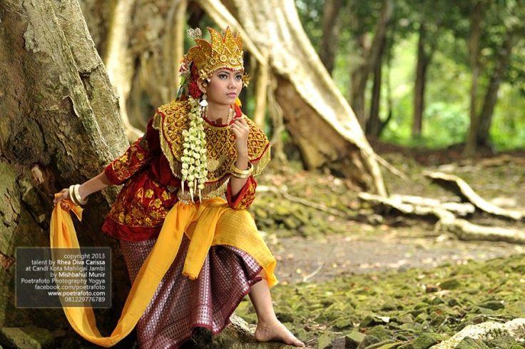 Foto Model Wanita dgn Baju Pengantin Adat Jambi Sumatera by Mishbahul Munir Poetrafoto Photography Indonesia, http://model.poetrafoto.com/foto-model-wanita-dgn-baju-pengantin-adat-jambi_458