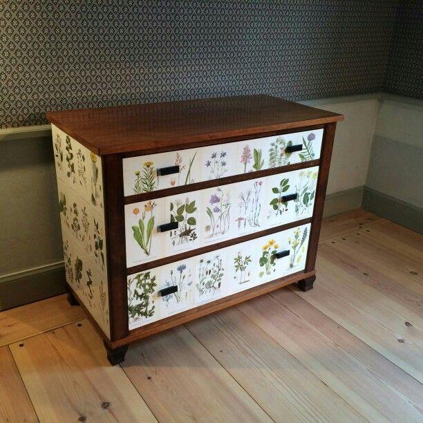 Mahogny byrå inspirerad av Josef Frank  Flora