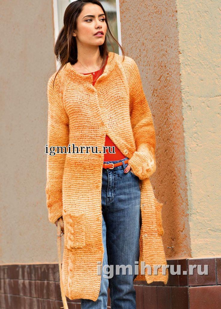 Пальто цвета янтаря, с рукавами реглан и карманами. Вязание спицами