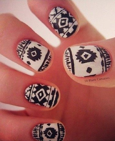 Vintage Black and White Aztec Christmas Nail Art #vintage #nail #art