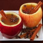 OMGosh, can we please have hot apple cider for your wedding???  Hot Vanilla Apple Cider, Perfect for Fall Mountain Weddings | Via Mountainside Bride