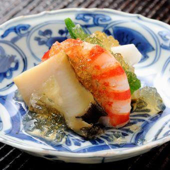 神楽坂 石かわ (和食/ 神楽坂) ミシュランガイド東京の格付けで三つ星。 ホスピタリティーが素晴らしい!
