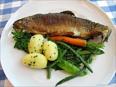 Wildes Poulet: Alles frisch vom Markt - Forelle gebraten mit jungem Gemüse