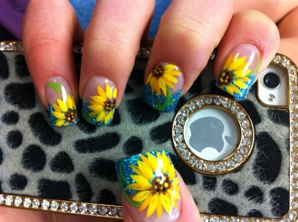 sunflower nail >> ooh maybe these with pink tips instead of blue!