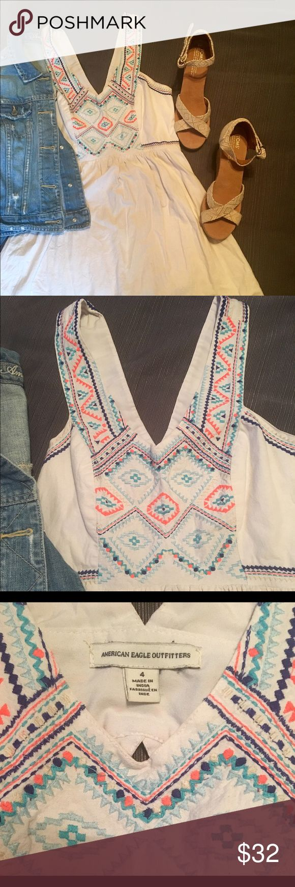 American Eagle Tribal Print Dress One of my favorite dresses, but haven't been wearing it lately so it's time for it to find a new home 😊 Great pattern and design. Color is white. Good condition. Length is between mini and midi. American Eagle Outfitters Dresses Mini