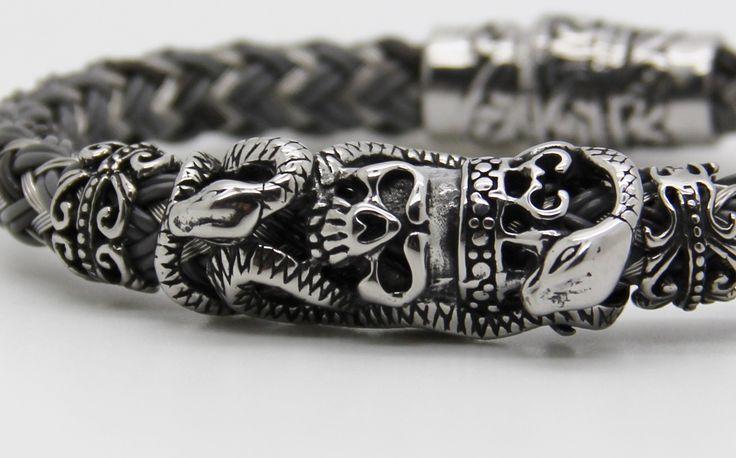 Luxueux bracelet homme BIKER crâne ,acier et cuir tressé. : Bijoux pour hommes par made-with-love-in-aiacciu