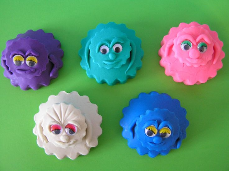 Play Doh 5 Surprise Funny Face Eggs Maya the Bee Pluto Trash Wheels Lion King Angry Birds Today we're unboxing 5 Play-Doh Surprise Funny Face Surprise Egg To...