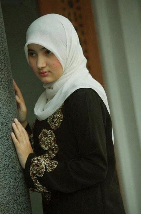 Muslim Girl In Muslim Hijab Beautiful | Dress Code ...