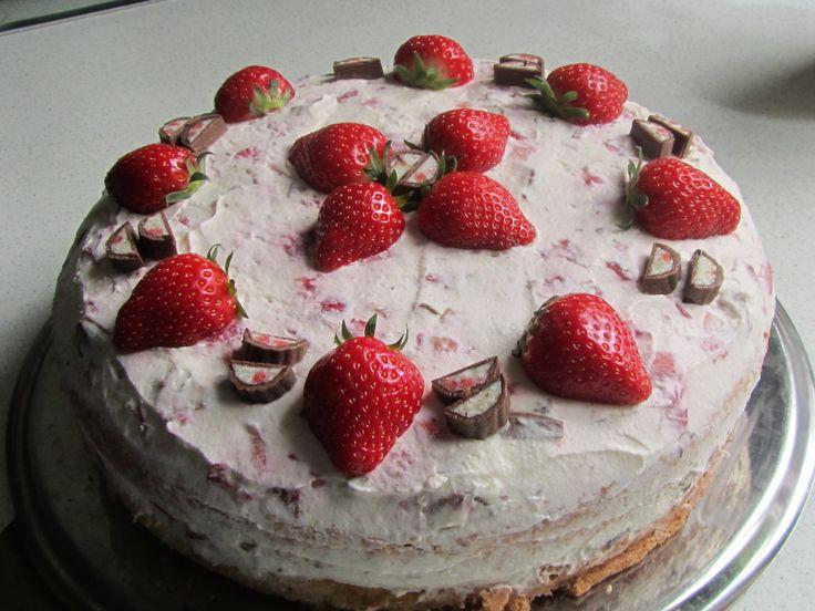 http://www.chefkoch.de/video/artikel/4613,0/Chefkoch/Yogurette-Torte.html