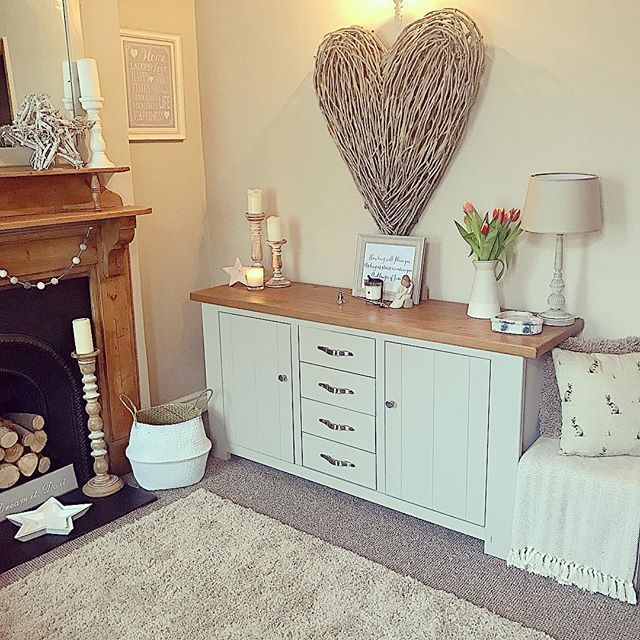 Such a dull and miserable day here with hardly any natural light. This weather always makes me feel sleepy. I can't wait for this evening though as I get to spend some long overdue time with my bestie. What's everyone else up to today? • • #myhome#shropshire#myday#sodull#interiordesign#interior#interiorinspo#interior123#goodtimeswithfriends