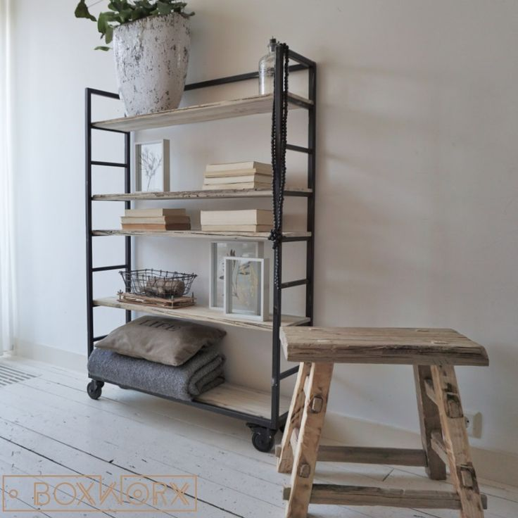BoxWorx ontwerpt en maakt eigentijdse, landelijke en industriële meubels van oud, natuurlijk verweerd hout. Salontafels, kasten, krukjes, bankjes en meer.
