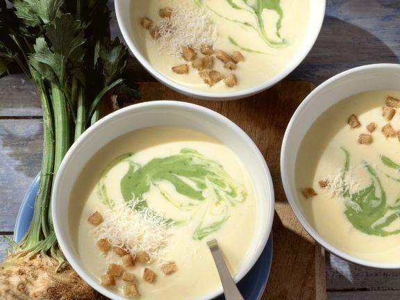 Selleriecremesuppe mit Croutons ist ein Rezept mit frischen Zutaten aus der Kategorie Cremesuppe. Probieren Sie dieses und weitere Rezepte von EAT SMARTER!