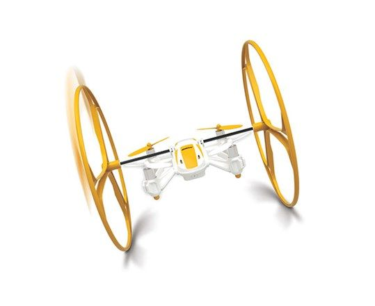 4 i 1 quadcopter. Du får tilbehør med, så den kan køre op ad væggen, på gulv eller langs loftet. Orange eller grøn