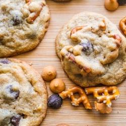 Butterscotch Pretzel Cookies. Butterscotch Pretzel Chocolate Chip Cookies... salty, sweet, soft & chewy!: Chocolate Chips, Recipe, Chocolates Chips Cookies, Pretzels Chocolates, Pretzels Butterscotch, Pretzels Cookies, Chocolate Chip Cookies, Butterscotch Pretzels, Butterscotch Cookies