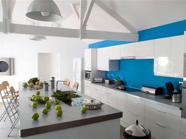 cuisine bleue electrique with mur cuisine bleu. Black Bedroom Furniture Sets. Home Design Ideas