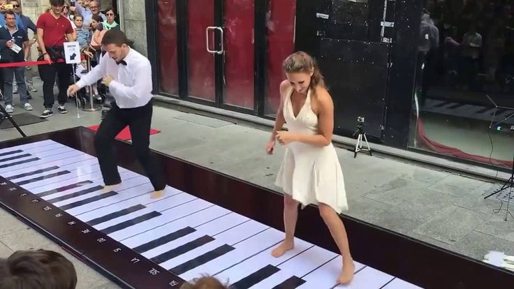 Playing piano on the street amazing HD