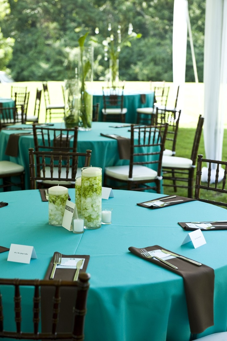Tiffany blue chocolate brown wedding reception gorgeous for Table linen color combinations