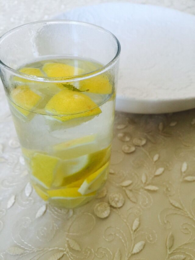 Limonlu su- water with lemon . Healthy & fresh - every morning before starting day