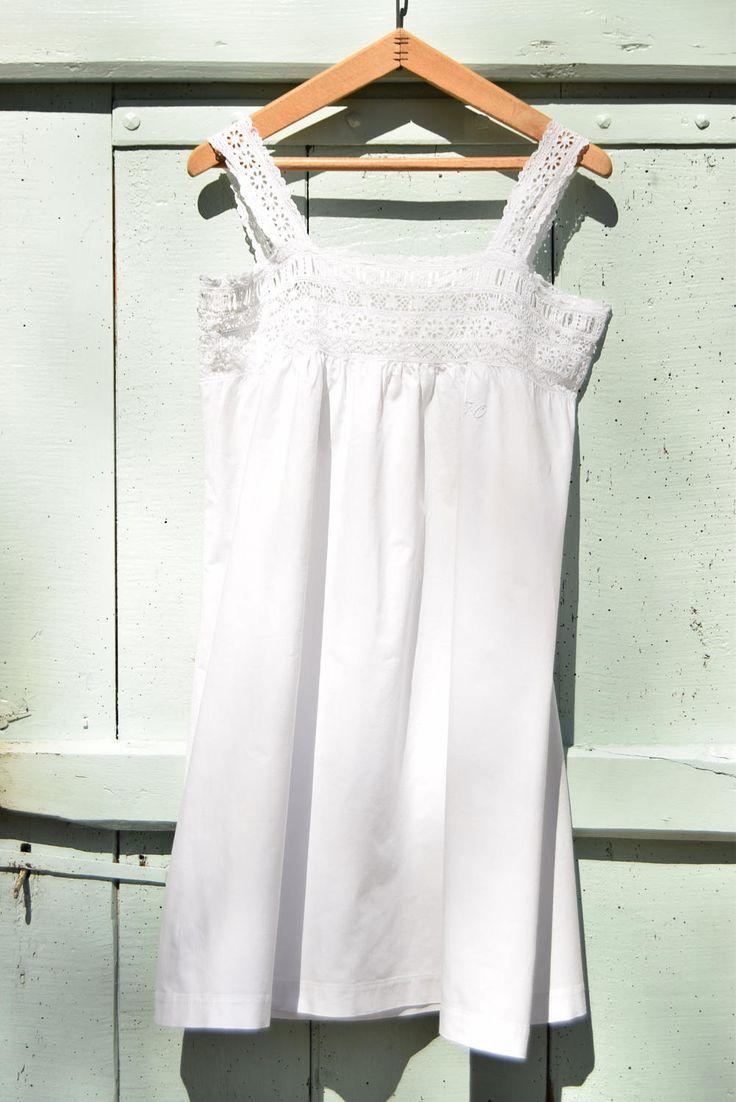 Nuisette, chemise de nuit / France / Coton / Broderies de la boutique AuPresDeMontToi sur Etsy