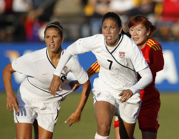 Midfielders Carli Lloyd 10 And Shannon Boxx 7 Of The U S Women S National Soccer Team And Midfielder Wenjia Xu 4 Of Soccer Stadium Carli Lloyd Soccer Team