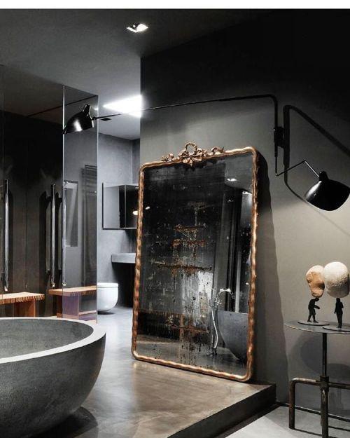 Modernes Badezimmer Mit Antikem Spiegel Und Betonbadewanne | Inspiration Bad  | Gestaltung Badezimmer | Home Decor