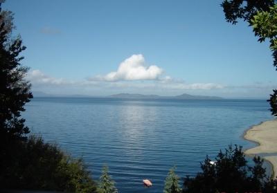 Resultados de la Búsqueda de imágenes de Google de http://www.turismoenfotos.com/archivos/temp/3684/400_1249417873_lago-ranco-chile.jpg