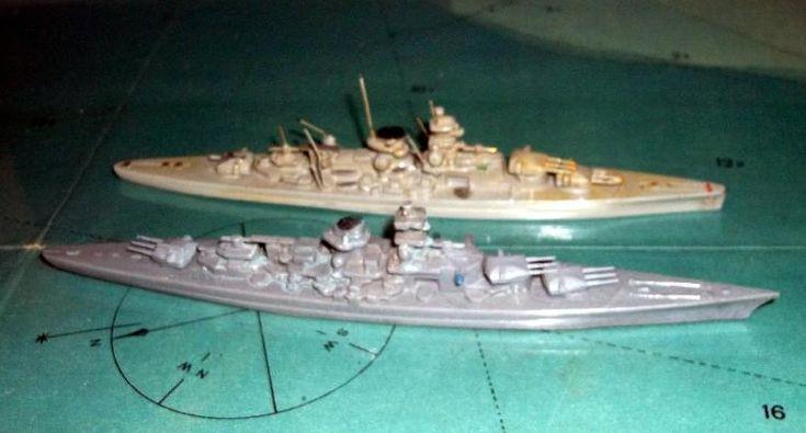 """Wiking Schiffs Modelle """"Scharnhorst und Gneisenau"""" Maßstab 1:1250"""