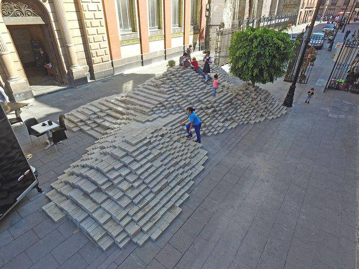 Galería de 24 mil blocks de cemento forman 'La Mancha' en Ciudad de México - 8
