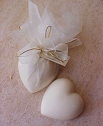 Gorgeous 40g Heart shaped Guest soaps wrapped in organza and tied with ribbon and gold cord - amazing range of Perfume Fragrances