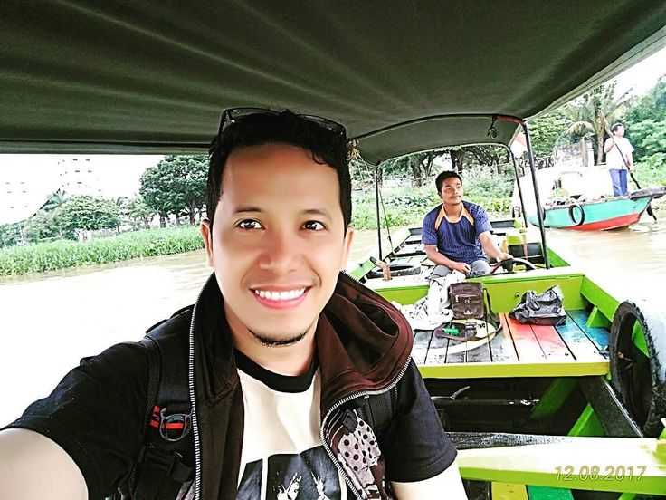 On the boat to Kemaro Island in Palembang Sumatera Selatan  . . #me #nashruljamaalshakeer #nashruljamaal #njs #globetrotter #travel #traveling #travelers #traveltips #travelword #travelnjs #like4like #like4follow #follow4like #follow4follow #followforlike #followforfollow #Instagramer #ivanmosetti #atlgaintrain #StarsFollowerTrain #neverstopexploring #boat #pulaukemaro #palembang #sumateraselatan #latepost