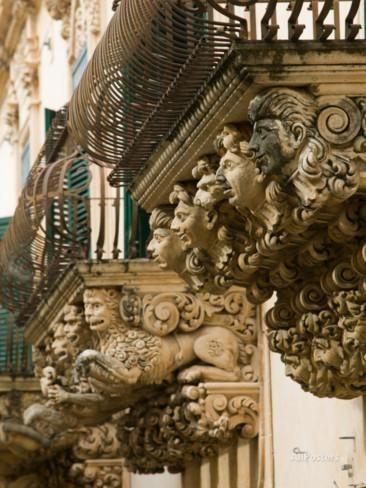 Baroque Details of the Palazzo Villadorata, Palazzo Nicolaci, Noto, Sicily, Italy Lámina fotográfica por Walter Bibikow en AllPosters.es