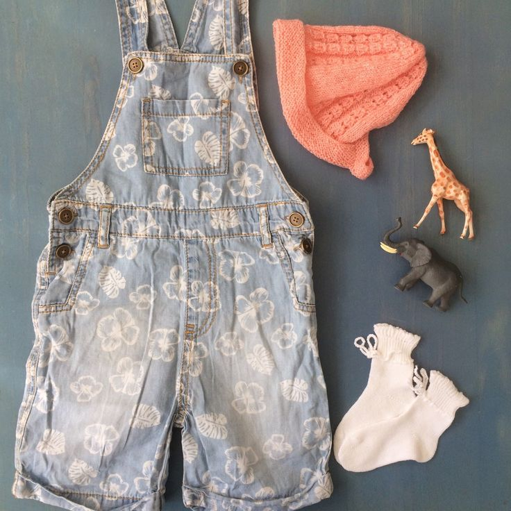 Sweet vintage accessories styled with modern dungarees💞