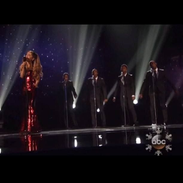 "Ariana Grande sings ""Tattooed Heart"" at the AMA's 2013"