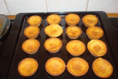 Her om dagen laget jeg glutenfrie muffins. De er supergode, faktisk bedre enn vanlig muffins tror...