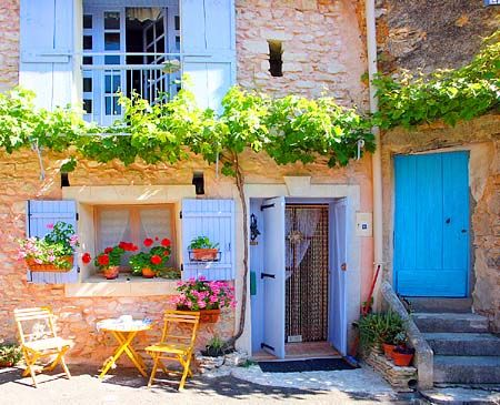 La Ᏸelle Provence  Love the colored doors and shutters