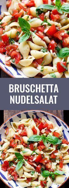 Bruschetta Nudelsalat. Dieses 7-Zutaten Rezept ist super einfach und perfekt für Picknick und Grillen - Kochkarussell.com