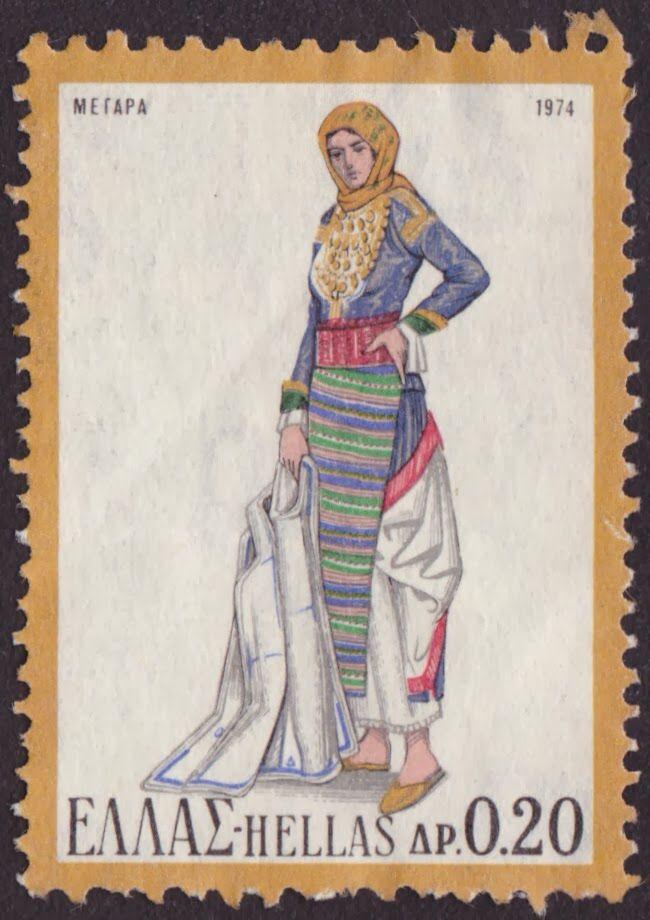 Η γυναικεία φορεσιά των Μεγαρέων γυναικών, ή αλλιώς ο καπλαμάς, αποτελούνταν από τον μπούστο, τα μισοφόρια, τα φούντια, την τραχηλιά, τον επενδύτη - καπλαμά, τη ζώστρα ή ζουνάρα, την ποδιά, το γκιουρντί ή σιγκούνι και τα ποδήματα. Ο κεφαλόδεσμος σχηματιζόταν από το σαρικάκι και το κίτρινο μαντήλι για τις νέες, και από το σαπίσο μαντήλι για τις ηλικιωμένες. Η φορεσιά αυτή διακρινόταν για την απλότητά της ενώ το μόνο κόσμημα της φορεσιάς ήταν οι άλυσες. Η Ελληνική Λαϊκή Φορεσιά (Τόμοι Πρώτος…