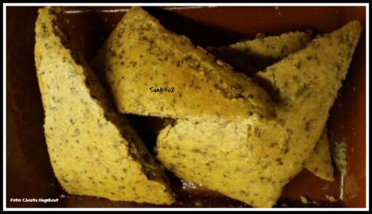 KHA Focaccia Brood, oven, vegetarisch Tijdens het koolhydraatarme dieet missen veel mensen wel vaak hun brood, hoe fijn is het dan om toch een broodje te kunnen bakken. Dit is ook nog eens een broodje wat ontzettend snel klaar is en weinig voorbereiding nodig heeft. Het hoofdbestanddeel is amandelmeel. Amandelmeel is zeer voedzaam, rijk aan eiwitten, laag in koolhydraten en laag in suikers. Amandelbloem (zelfde als amandelmeel) verschilt per leverancier, dus je zult zelf of …