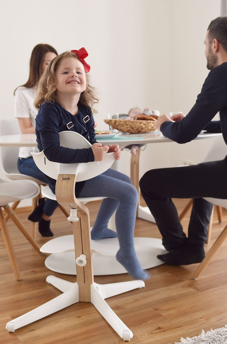 From newborn to teenager. The next generation high chair, nomi by evomove by the table. Nomi Hochstuhl.