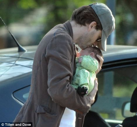 david tennant looking sexy | David Tennant and his daughter.(found here: http://illberightbehindyou ...