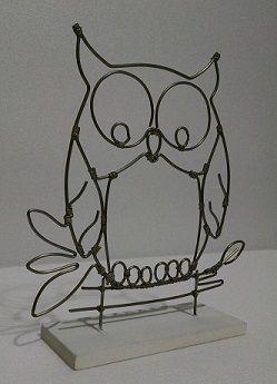 Uma Linda corujinha, ela tem aproximadamente 20cm de altura, Peça feita também com reaproveitamento de arames que seriam descartados (jogados no lixo)… By Negrete