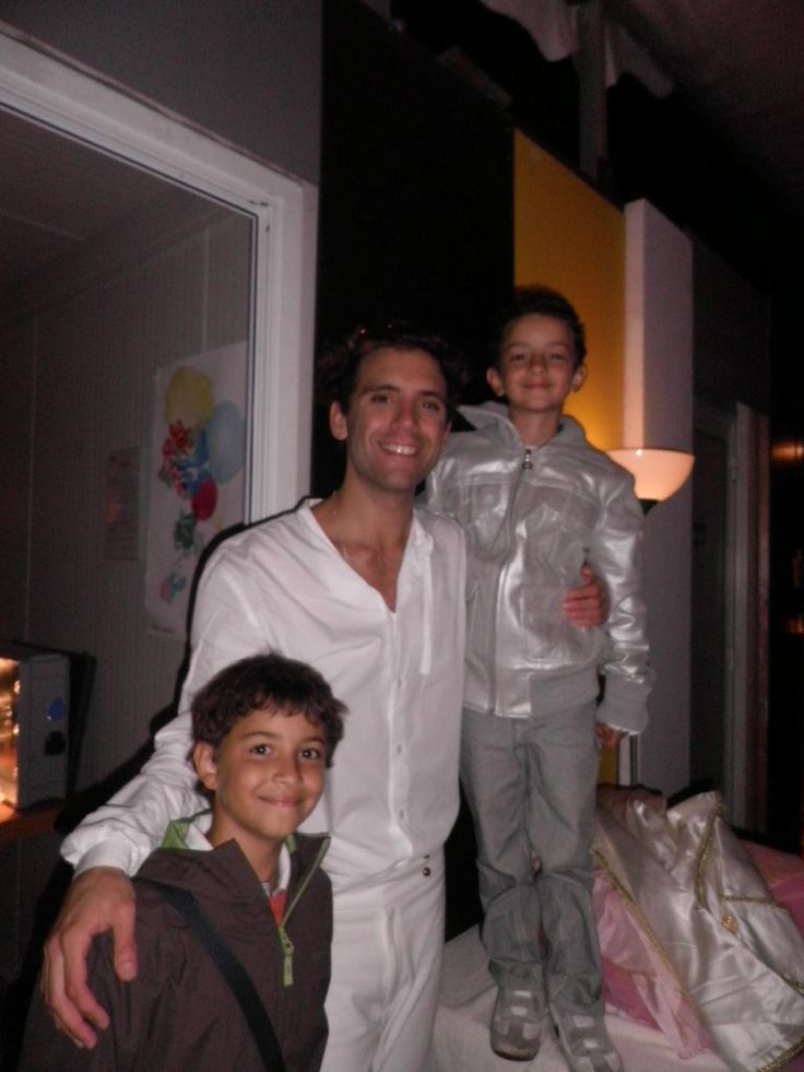 Mika & young fans