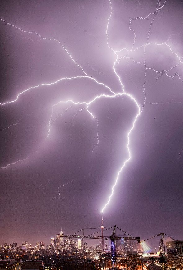 Photos of Toronto's lightning storm, Aug. 2011 I LOVE THIS! However if I saw this in person I would probably cry