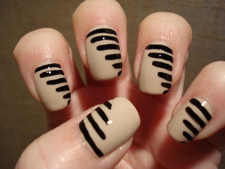 Black Lines on CreamHair Beautiful, Nails Art, Nailart Nails, Beautiful Nails, Nails Design, Hair Nails Makeup, Nail Art, Beautyful Makeup Nails Hair, Cream Nails