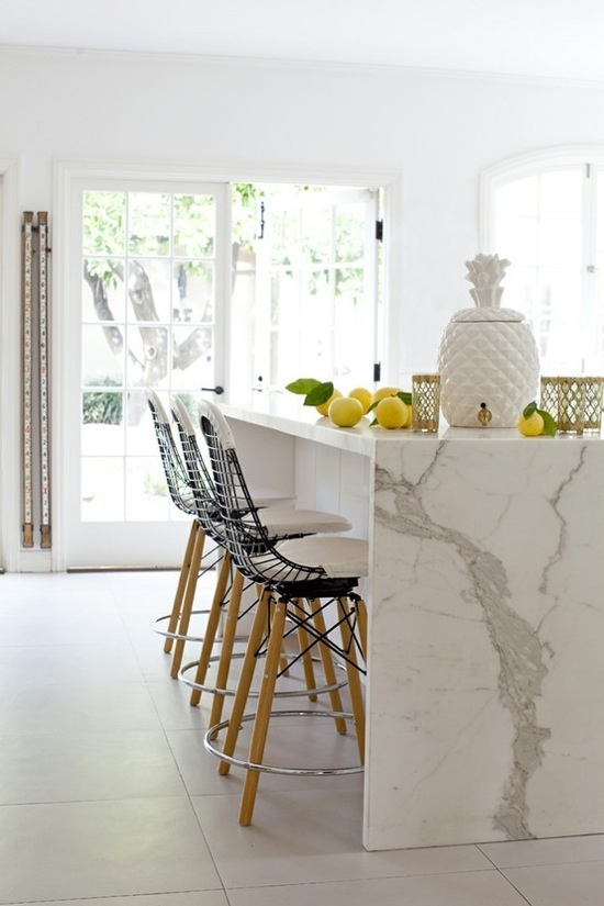 @The Zhush: Signature Style--i really like the way the marble flanks the sides of the island instead of wood....