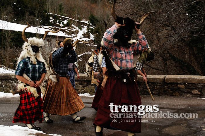 Los trangas del carnaval rural de Bielsa, en el Sobrarbe de Aragón. Foto: Jon Izeta Carnaval de Bielsa