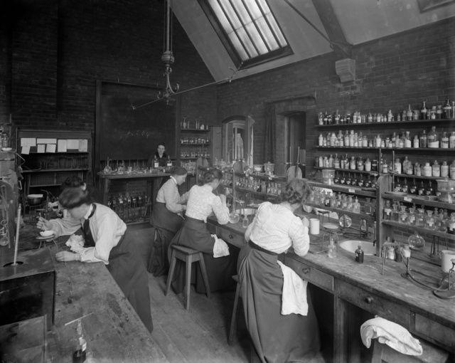 Historic pictures of labs: Female undergraduates at work in the laboratory at Girton College, Cambridge University, c. 1900