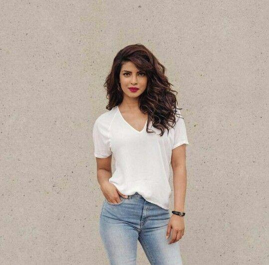 Priyanka Chopra: Wavy tresses, bold lips, white tee and denim jeans..so casual. So stylish.