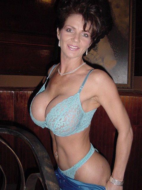 Зрелая женщина в душе, голые звезды голливуда домашнее порно видео